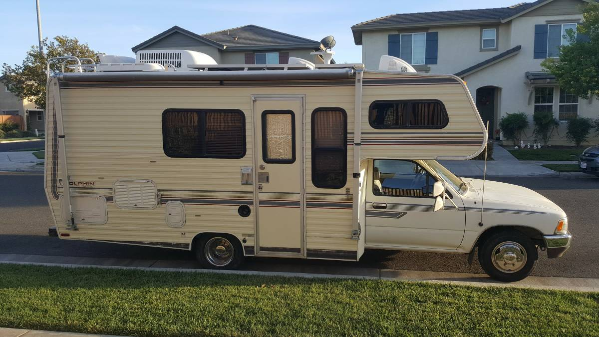 1990 Toyota Dolphin Motorhome For Sale in Ceres, California