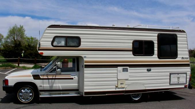 1984 Toyota Dolphin 22R Manual 21 FT Motorhome For Sale in
