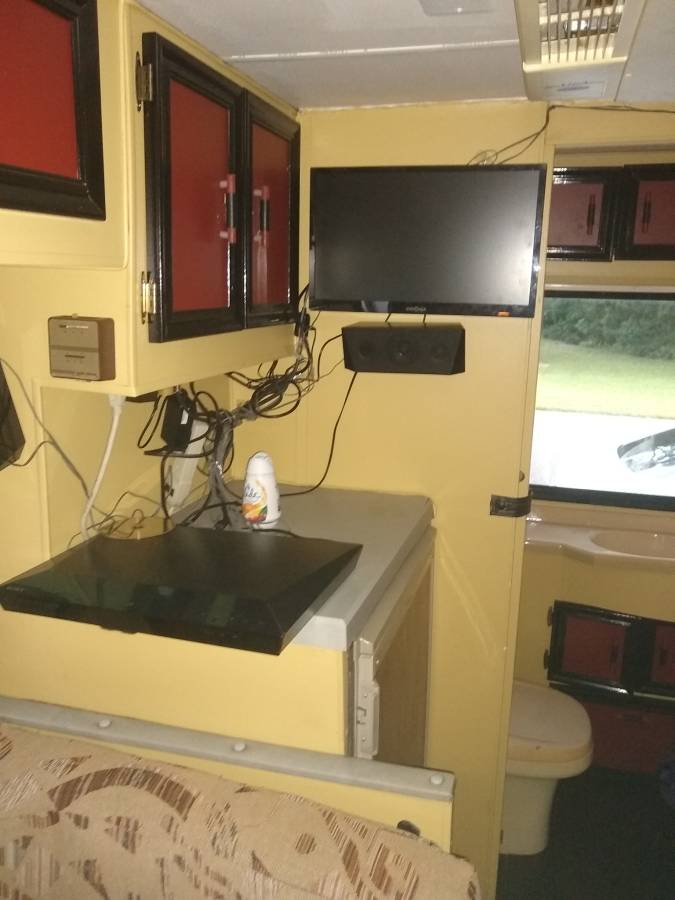 1988 Toyota Dolphin Motorhome For Sale in Spring Hill, FL