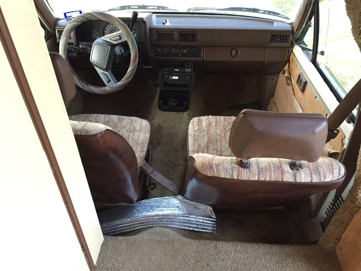 1986 Toyota Dolphin Auto Motorhome For Sale in Hamilton, WY